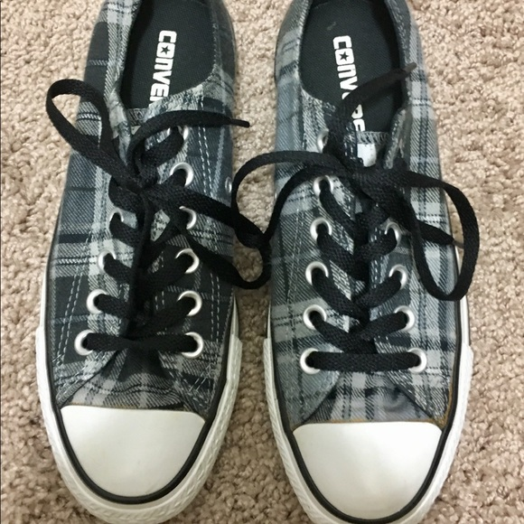 9a820908b9cc Converse Shoes - Gently Used Converse Plaid Flannel Lo Tops - 6.5